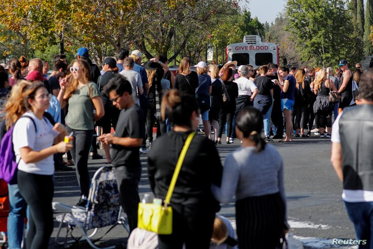 People wait in line to donate blood outside LaReina High School after a mass shooting by a lone gunman at a bar in Thousand Oaks, Calif., Nov. 8, 2018.