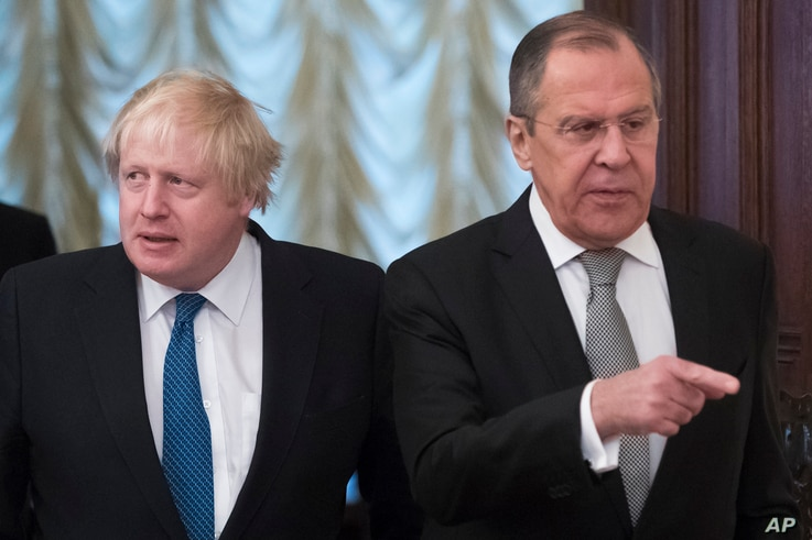 Russian Foreign Minister Sergey Lavrov (R) and British Foreign Secretary Boris Johnson enter a hall for their talks in Moscow, Russia, Dec. 22, 2017.