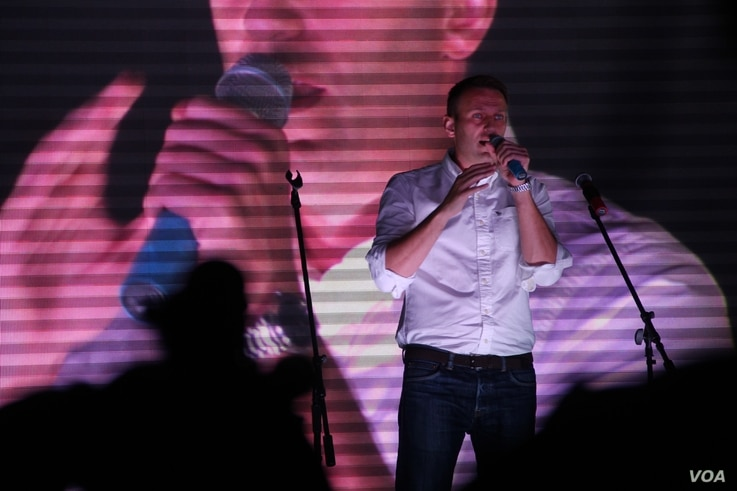 Russian opposition front-man Alexey Navalny addresses a rally in Moscow, Sept. 20, 2015. (C. Maynes/VOA)