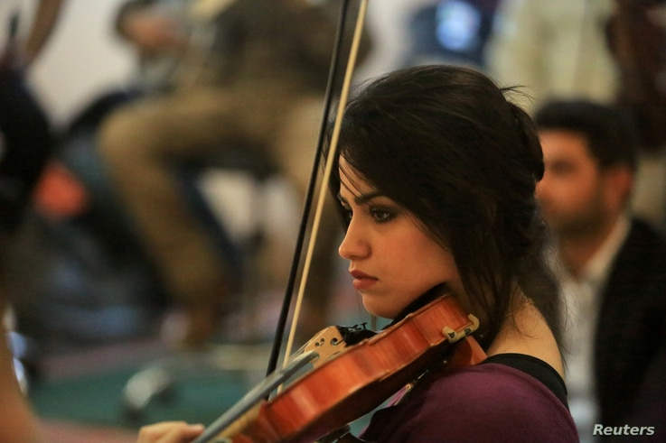 Hadeer Saad plays the violin with the Iraqi Symphony Orchestra in Mosul, Oct. 26, 2018.