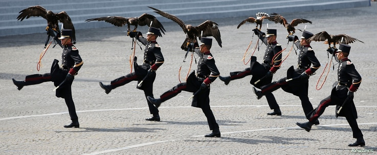 Falconers of the Mexican army hold falcons as they march during the traditional Bastille Day military parade on the Place de la Concorde in Paris, France, July 14, 2015.