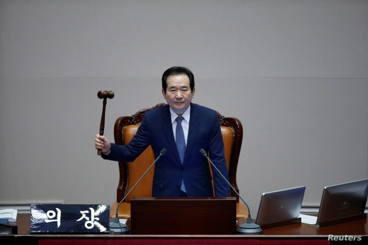 Assembly Speaker Chung Sye-kyun presides over a plenary session to vote on the impeachment bill of South Korean President Park Geun-hye at the National Assembly in Seoul, South Korea, Dec. 9, 2016.
