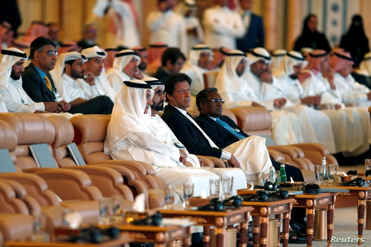 Pakistani Prime Minister Imran Khan, surrounded by host country representatives and other participants, attends an investment conference in Riyadh, Saudi Arabia, Oct. 23, 2018.