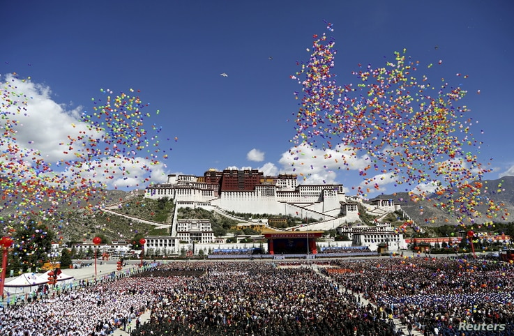 Balloons are released during the celebration event at the Potala Palace marking the 50th anniversary of the founding of the Tibet Autonomous Region, in Lhasa, Tibet Autonomous Region, China, September 8, 2015.