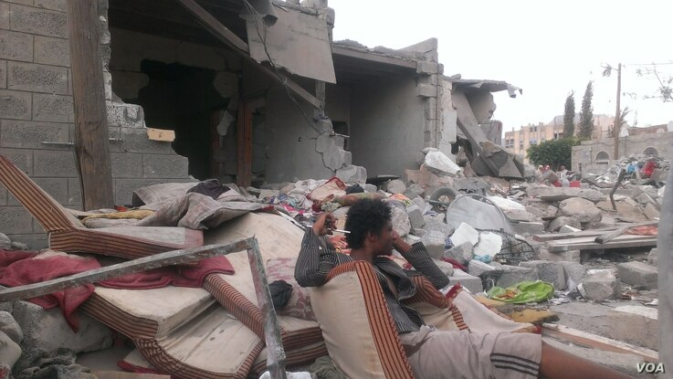 On the day after an airstrike, families mourn their lost relatives but say there is no way they have the resources to rebuild their homes, in Sana'a, Yemen, July 13, 2015. (VOA/A. Mojalli)