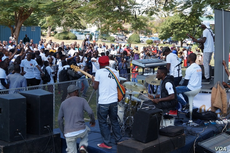 Namadingo and his band entertain people who patronized the event.