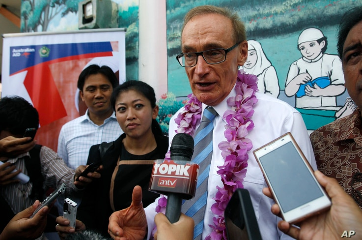 FILE - Australia's Foreign Minister Bob Carr, center, talks to journalists during a visit to an Islamic school in Jakarta, Indonesia, Thursday, April 4, 2013.