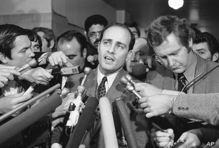 Vincent Bugliosi, Chief Prosecutor in the trial of Manson and three young women, talk with newsmen outside the courtroom, Jan. 26, 1971 in Los Angeles, California.