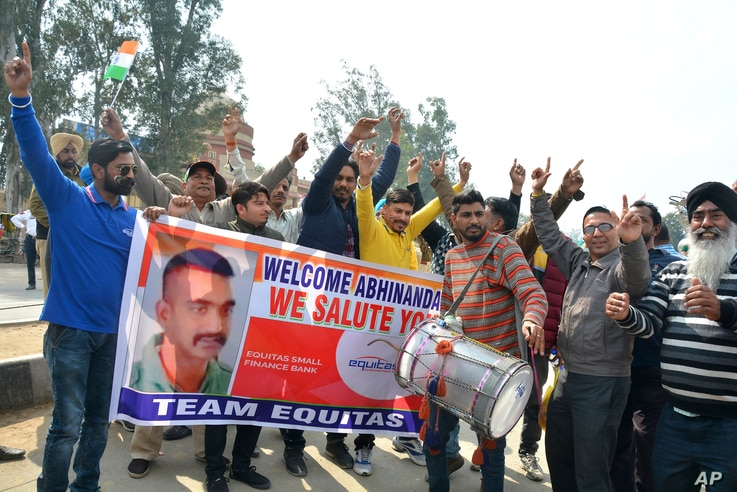 Indians dance as they wait to welcome Indian fighter pilot Wing Commander Abhinandan Varthaman at India Pakistan border at Wagah, 28 kilometers (17.5 miles) from Amritsar, India, March 1, 2019.