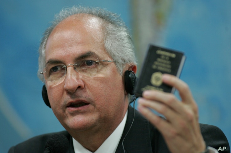 Caracas' Mayor Antonio Ledezma holds up a small copy of Venezuela's constitution as he addresses the Commission of External Relationships in Brazil's Senate in Brasilia, Tuesday, Oct. 27, 2009.  The Commission will vote Thursday on the entrance of Ve...