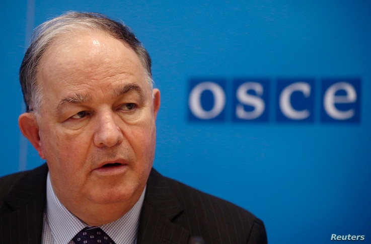 Ertugrul Apakan, Chief Monitor of the OSCE Special Monitoring Mission to Ukraine, addresses a news conference at OSCE's headquarters in Vienna, Feb. 5, 2015.