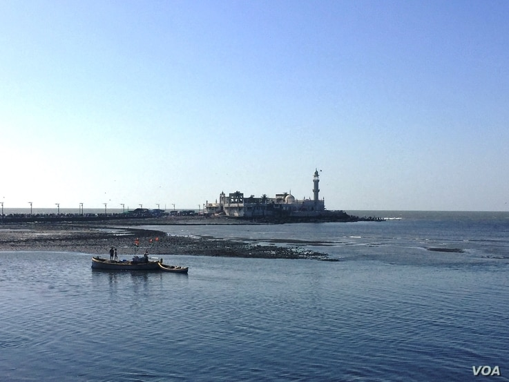Women have challenged the ban on their entry to the mausoleum at the famous Haji Ali Dargah, a shrine and mosque situated on an islet off Mumbai's coast. (A. Pasricha/VOA)