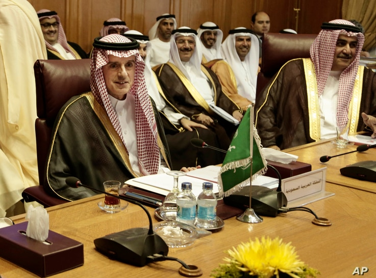Saudi Arabia's Foreign Minister Adel al-Jubeir, left, and his Bahraini counterpart, Sheik Khalid Bin Ahmed Al Khalifa, right, meet with foreign ministers at Arab League headquarters in Cairo, Egypt, Nov. 19, 2017.