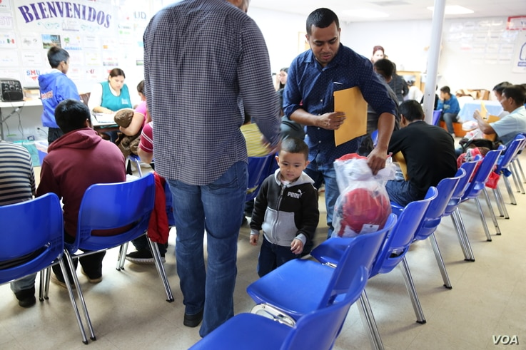 Migrants seeking to enter the United States. (Photo: A. Barros / VOA)