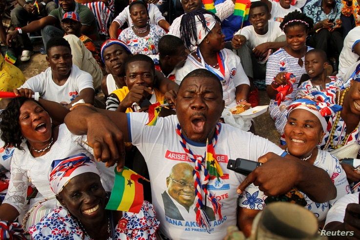 A supporter of Ghana's President Nana Akufo-Addo of the New Patriotic Party (NPP), waves a flag during his swearing-in in Accra, Jan. 7, 2017.