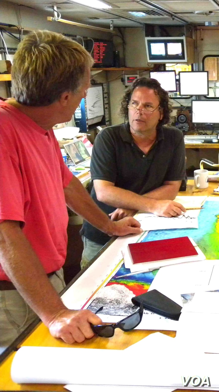 Lead author Yair Rosenthal from Rutgers University (R) and Jim Broda from Woods Hole Ocean Institute (L) in the science laboratory of R/V Knorr during a 2009 coring expedition to the Peruvian coast. (Roy Groething)