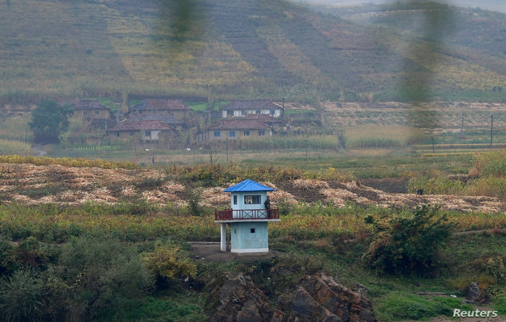 FILE - North Korean soldiers stand guard at a sentry on the Yalu River near the North Korean city of Hyesan, Ryanggang province, opposite the Chinese border city of Linjiang, September 21, 2014.