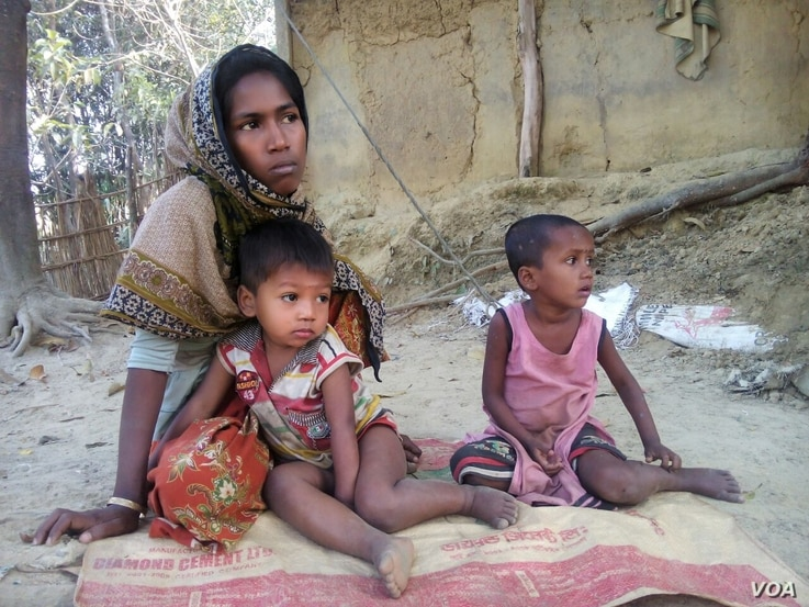 Rohingya refugee Arofa Begum and her two children at a Rohingya refugee colony in Cox's Bazar, Bangladesh. (S. Islam for VOA)