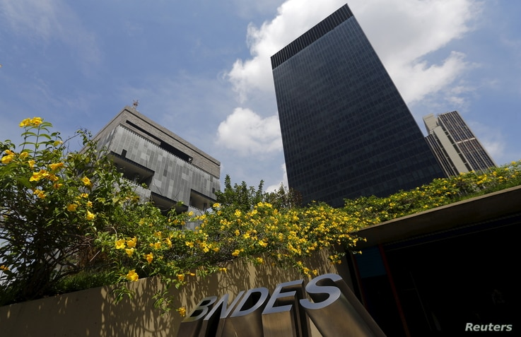 The headquarters of oil company Petrobras (L) is pictured next to the headquarters of Brazilian Development Bank (BNDES) in Rio de Janeiro, March 20, 2015.