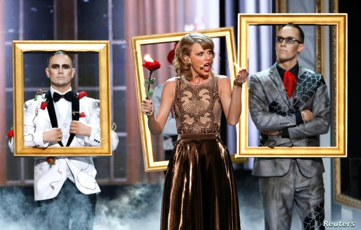 "Taylor Swift performs ""Blank Space"" during the 42nd American Music Awards in Los Angeles, California November 23, 2014.    REUTERS/Mario Anzuoni (UNITED STATES  - Tags: ENTERTAINMENT)     (MUSIC-AMERICANMUSICAWARDS-SHOW) - RTR4F9G4"
