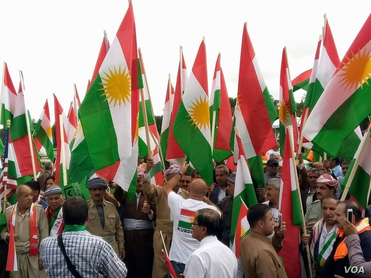 Members of the Kurdish community in North America rally in support of a Sept. 25 independence referendum in Iraqi Kurdistan, in Washington, D.C., Sept. 17, 2017. (P. Vohra/VOA)