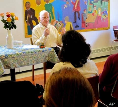 Allan Lokos teaching meditation at New York's Community Meditation Center, where he first introduced many of his Buddhism-inspired 'pocket practices.'