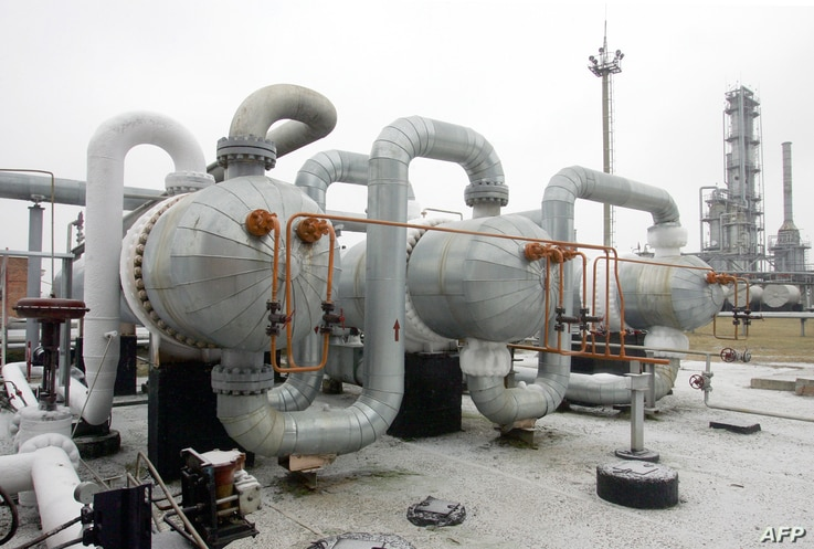 A general view of the gas production and transporting station on a gas-field near the Ukrainian city Poltava, some 330 km east of the capital Kyiv 04 January 2006.