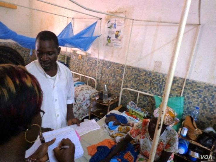 In Garoua, Cameroon,  one of two nurses at the regional hospital explaining incidence of malnutrition (VOA/D.Ntaryike)
