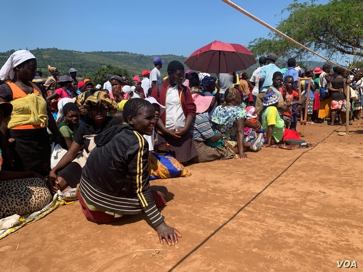 Machongwe villagers from Chimanimani district wait for food relief, March 26, 2019.