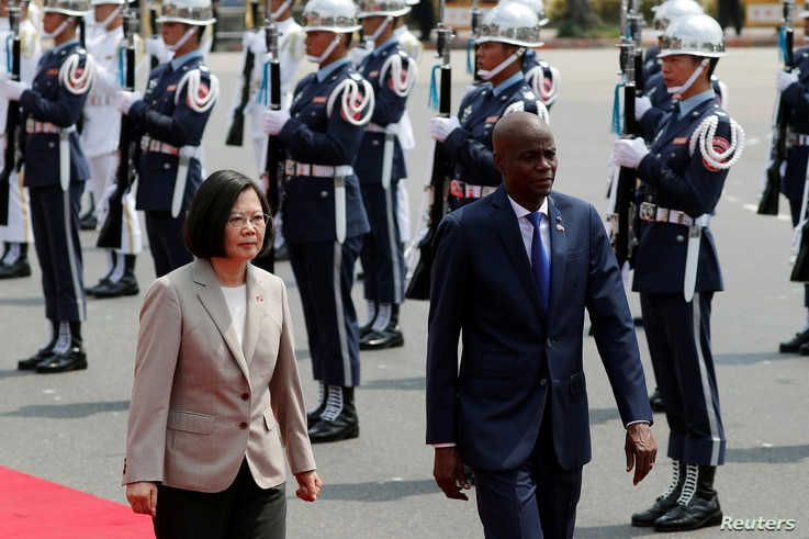 Taiwan's President Tsai Ing-wen and Haiti's President Jovenel Moise review the honor guard at a welcoming ceremony, in Taipei, Taiwan, May 29, 2017