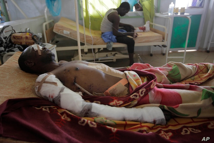 An unidentified victim of Tuesday's car bomb explosions receives treatment in Jos University Teaching Hospital in Jos, Nigeria, May 21, 2014.