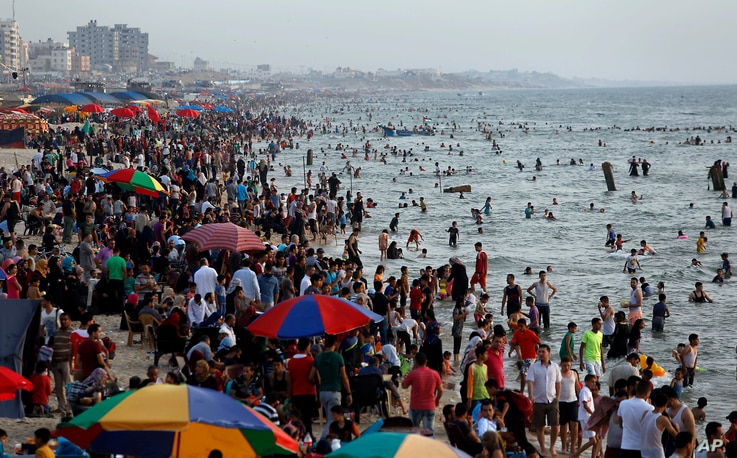 Palestinians enjoy their last Friday day before the Holy month of Ramadan, at the beach of the Mediterranean sea in Gaza City, June 3, 2016.