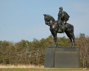 A monument to Confederate general Stonewall Jackson overlooks the battlefield at Manassas.  Americans have honored the military leaders of the South as heroes, even though they led a rebellion against the U.S. government.