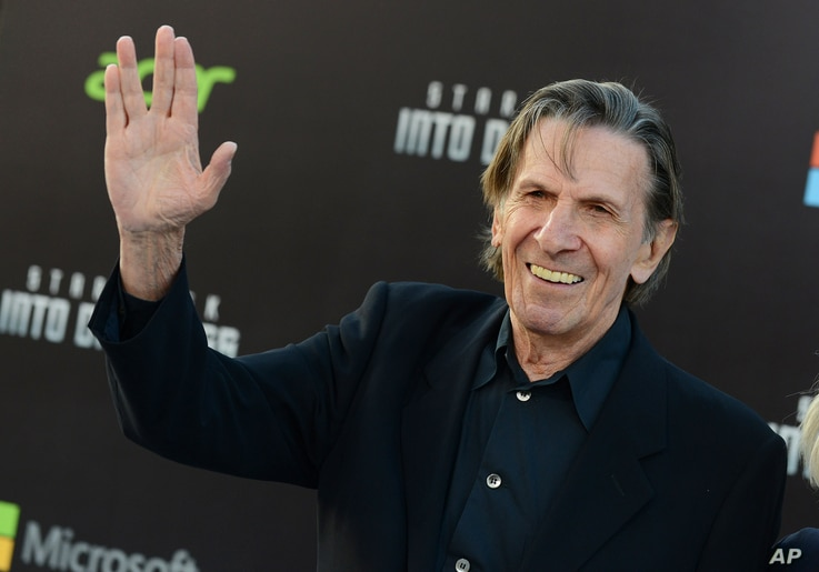 """FILE - Leonard Nimoy arrives at the Los Angeles premiere of """"Star Trek Into Darkness"""" at the Dolby Theater, May 14, 2013."""
