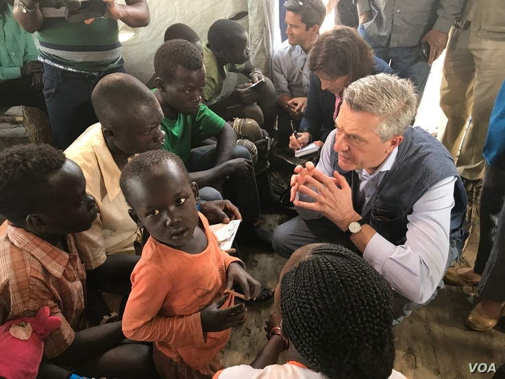 U.N. High Commissioner for Refugees Fillipo Grandi talks with new South Sudan refugee arrivals at the Imvempi reception center in Arua, Uganda, Jan. 30, 2018. (H. Athumani/VOA)