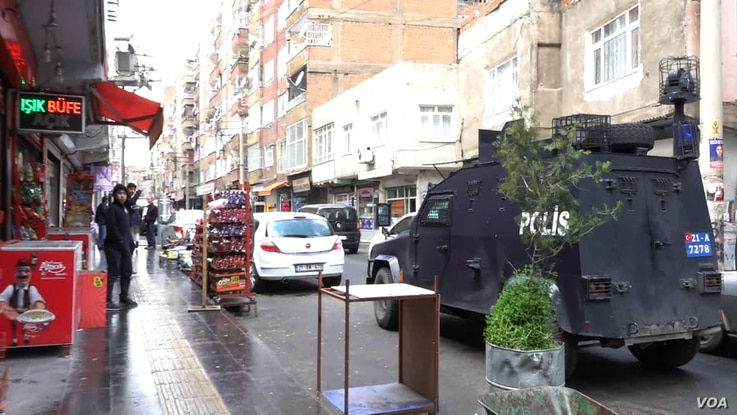 In Baglar, there is a heavy security presence offering protection to AKP activists, allowing them to campaign freely.