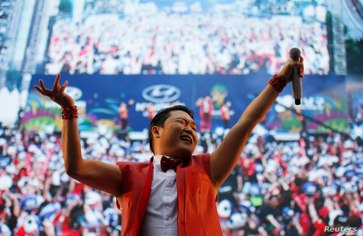 South Korean rapper Psy performs during a public screening before the 2014 World Cup Group H soccer match between South Korea and Russia, in Seoul June 18, 2014.  REUTERS/Kim Hong-Ji (SOUTH KOREA - Tags: ENTERTAINMENT SOCIETY SPORT SOCCER WORLD CUP) ...