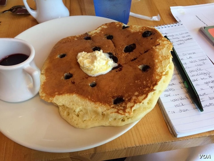 """Ed Chasteen recommends the pancakes at Ginger Sue's - the diner he calls his office."""" (VOA/E. Sarai)"""