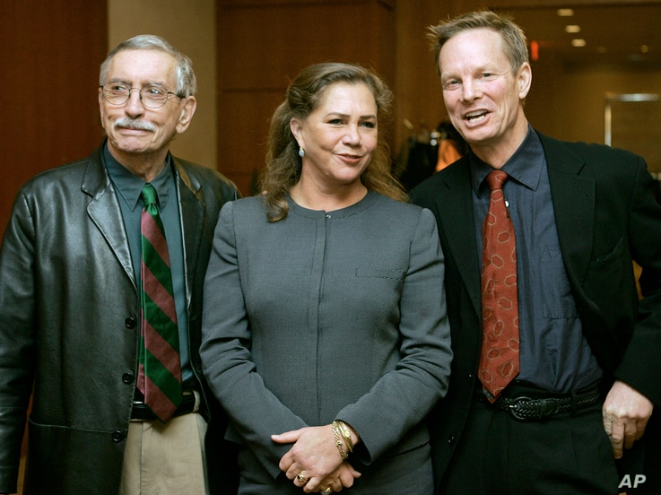 "FILE - Playwright Edward Albee, left, appears with actress Kathleen Turner and actor Bill Irwin moments before a news conference, in Boston, Tuesday, Jan. 4, 2005, held to answer questions about their new upcoming production of Albee's play ""Who's Af..."