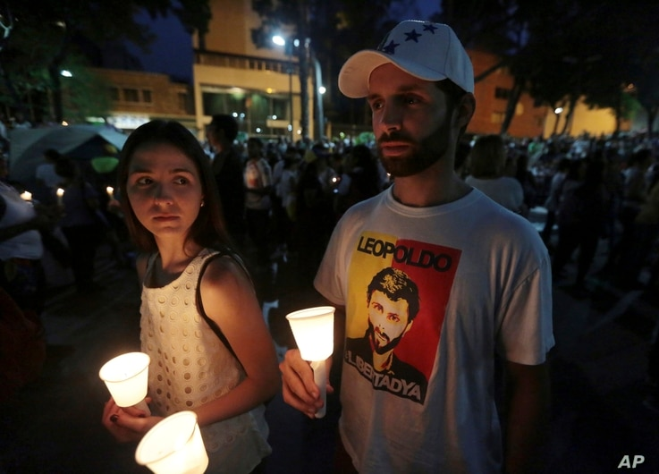 A student wearing a T-shirt with an image of jailed opposition leader Leopoldo Lopez attends a candlelight vigil for a slain classmate  in Caracas, Venezuela, April 29, 2017.
