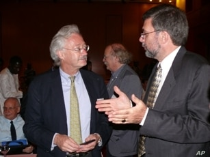 Paul Herrling in a discussion with symposium attendee