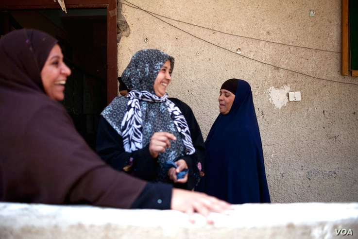 Friends meet up outside the polling station in Kafr Qandil, Egypt, May 24, 2012. (Y. Weeks/VOA)