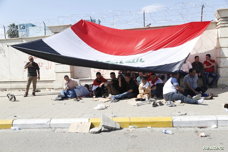 Supporters of prominent Iraqi Shi'ite cleric Muqtada al-Sadr hold a sit-in in the streets near the gates of Baghdad's heavily fortified Green Zone, March 18, 2016.