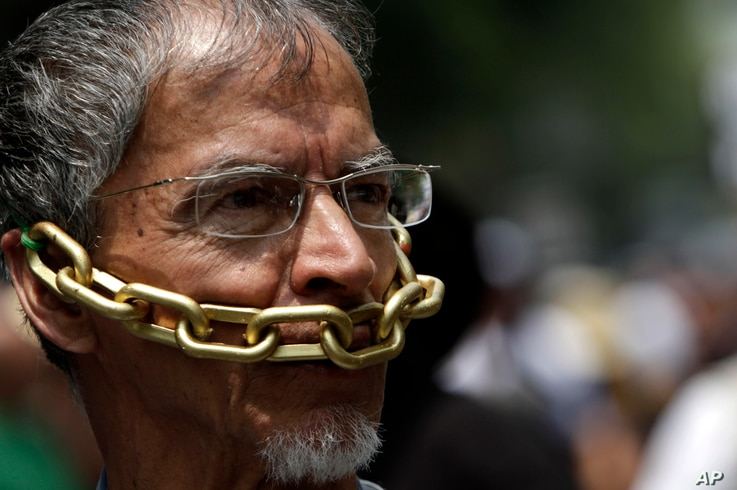 FILE - In this file photo taken Aug. 7, 2010, a journalist protests violence against journalists in Mexico City. Jorge Luis Aguirre, a Mexican news reporter announced Monday, Sept. 20, 2010, the U.S. granted him political asylum, a first among Mexica...