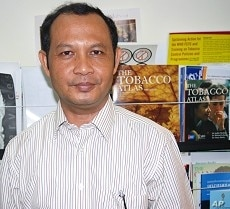 Dr Yel Daravuth is the tobacco control expert for the World Health Organization's office in Phnom Penh. He says developing countries that implement an advertising ban can expect to cut their smoking prevalence rate by 8 percent in a decade.