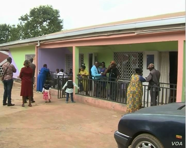 People visiting Ngaferson's residence in Bamenda, March 31, 2019.