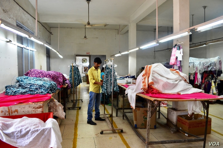 India's apparel industry had feared losing business due to the Trans Pacific Partnership agreement that involved 12 countries. (A. Pasricha/VOA)
