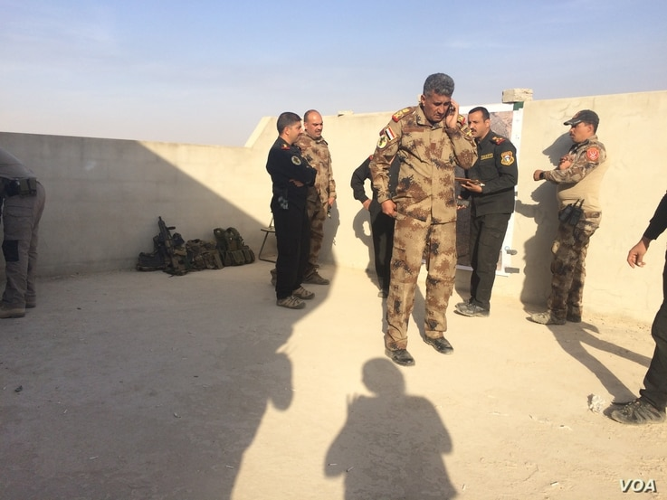 Iraqi Army leaders including Lt. General Abdulwahab al-Saady, who commands counterterrorism forces from the frontlines plan operations from the Mosul suburbs, Iraq, Nov. 12, 2016. (H.Murdock/VOA)