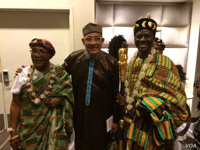 Well-known designer Alphadi (center) with Ivorian and Ghanaens, (Mariama Diallo/VOA).