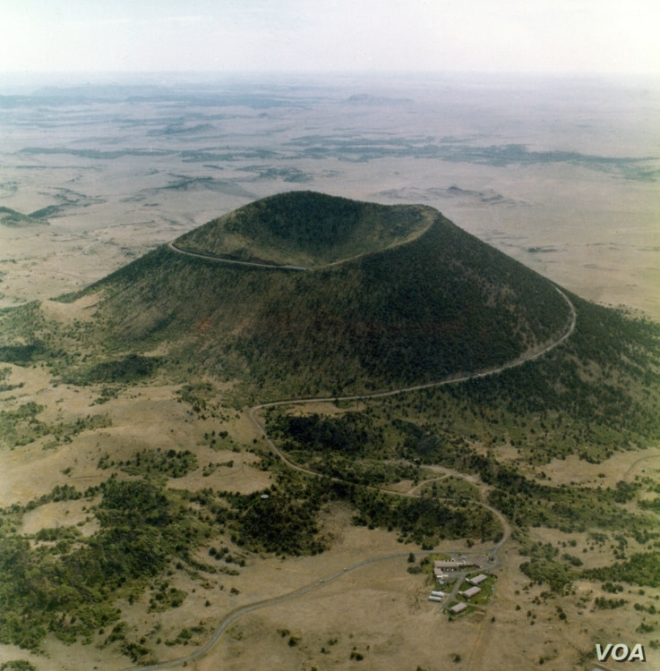 Capulin Mountain, a huge cinder cone which last erupted between 58,000 to 62,000 years ago, rises more than 300 meters above its base.